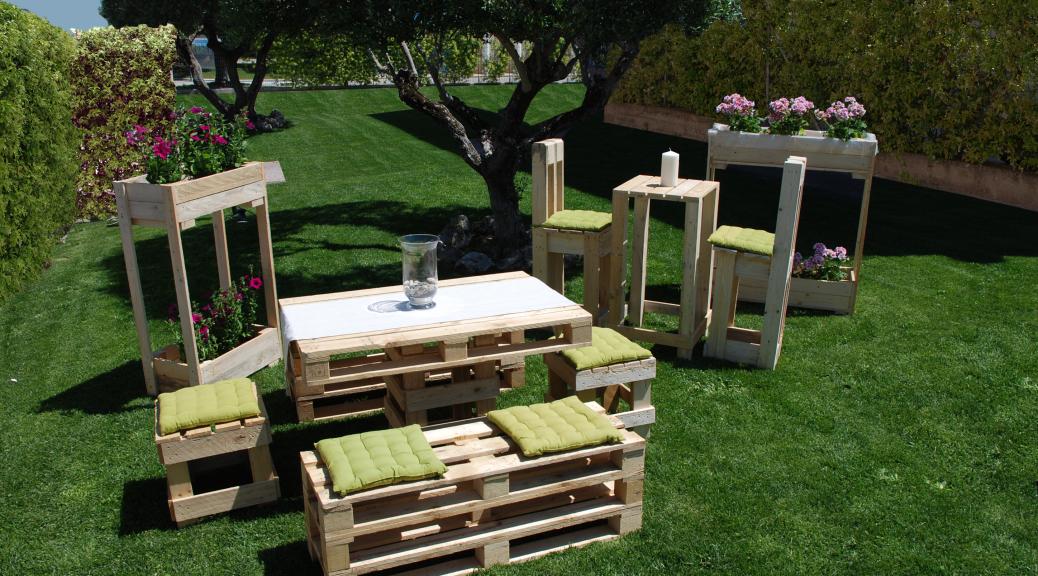 Favoloso arredamento bar con pallet op19 pineglen for Pallet arredo giardino