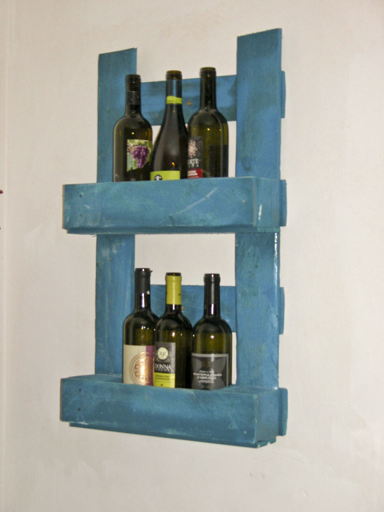 Porta bottiglie verticale in pallet blu COD. ARR02