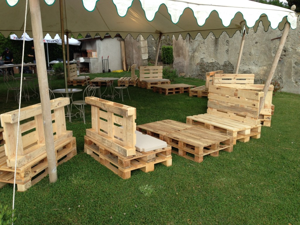 Mobili da giardino in pallets design casa creativa e - Giardino pallet ...