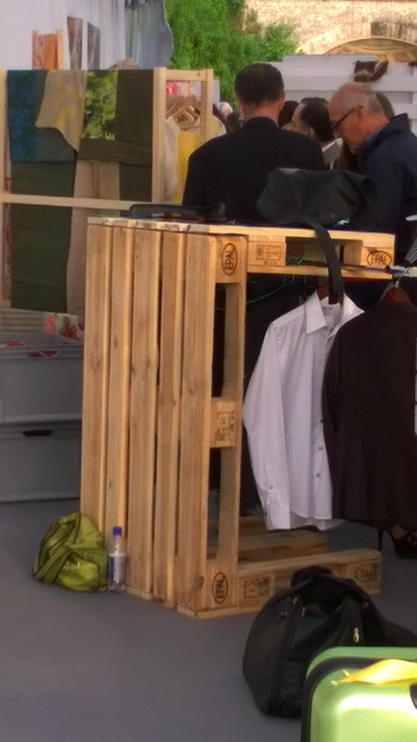 arredo negozio abbigliamento - mobili in pallet - Arredamento Negozio Abbigliamento Fai Da Te