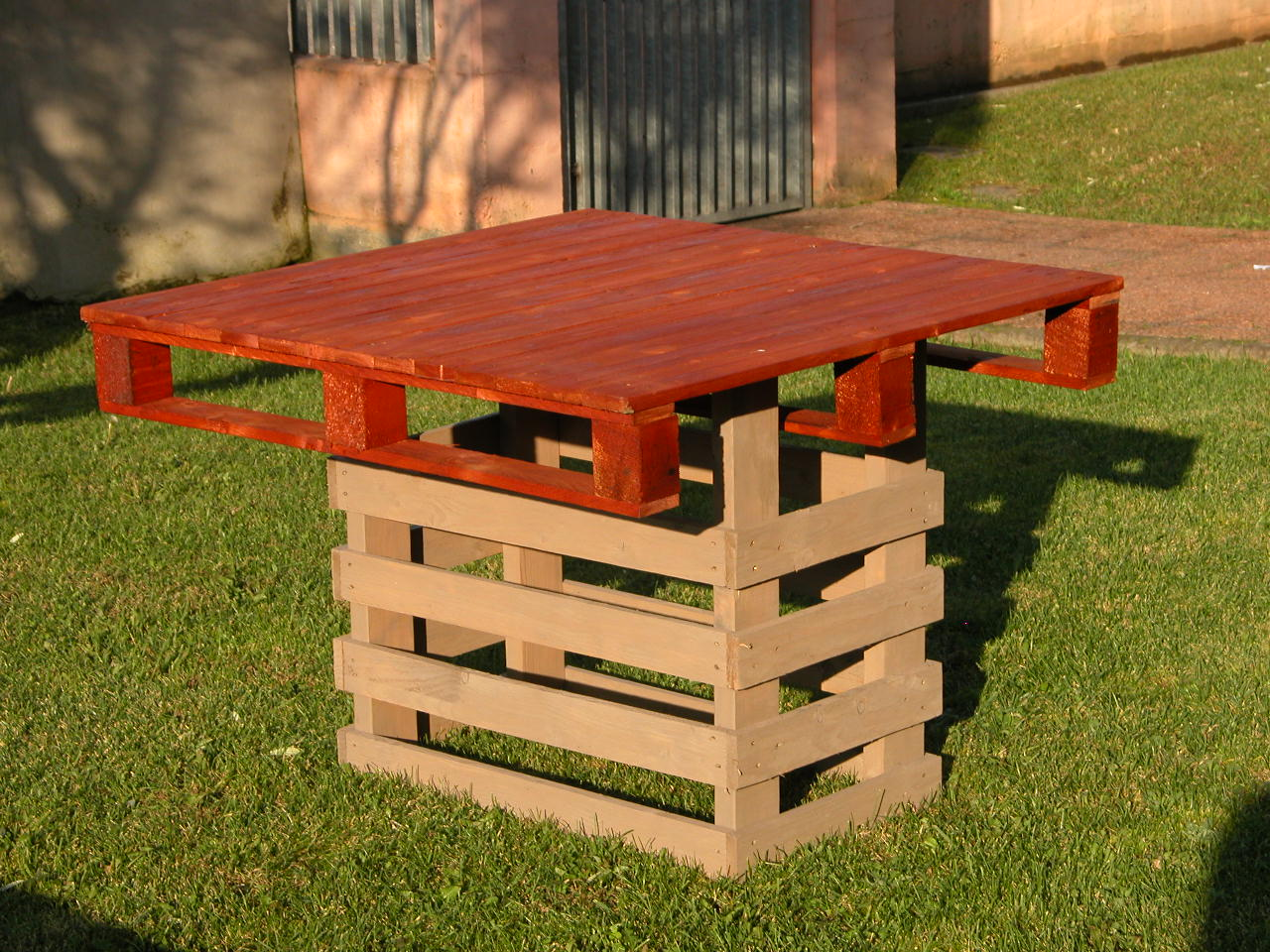 Tavoli mobili in pallet for Pallet arredo giardino