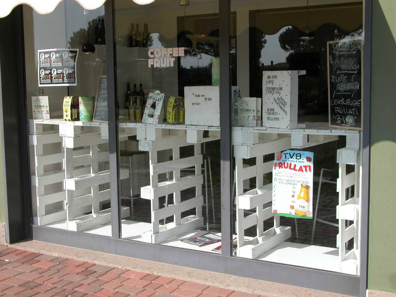 Tavoli per negozi d 39 abbigliamento mobili in pallet for Negozi di sedie