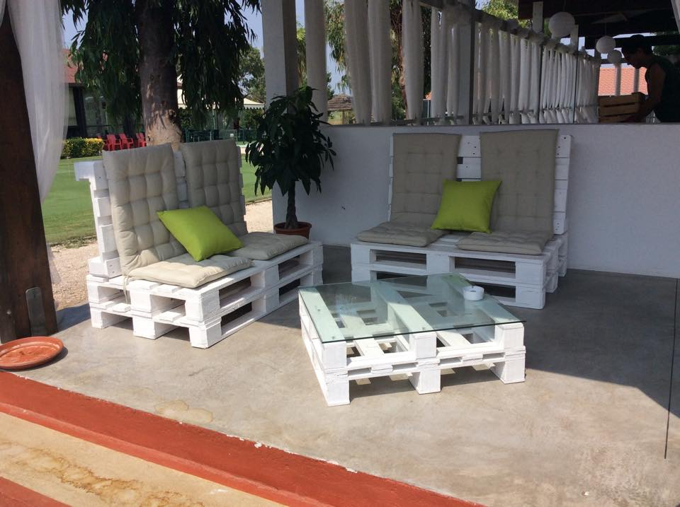Sedie per il giardino mobili in pallet - Canne usate per realizzare sedie e tavoli ...
