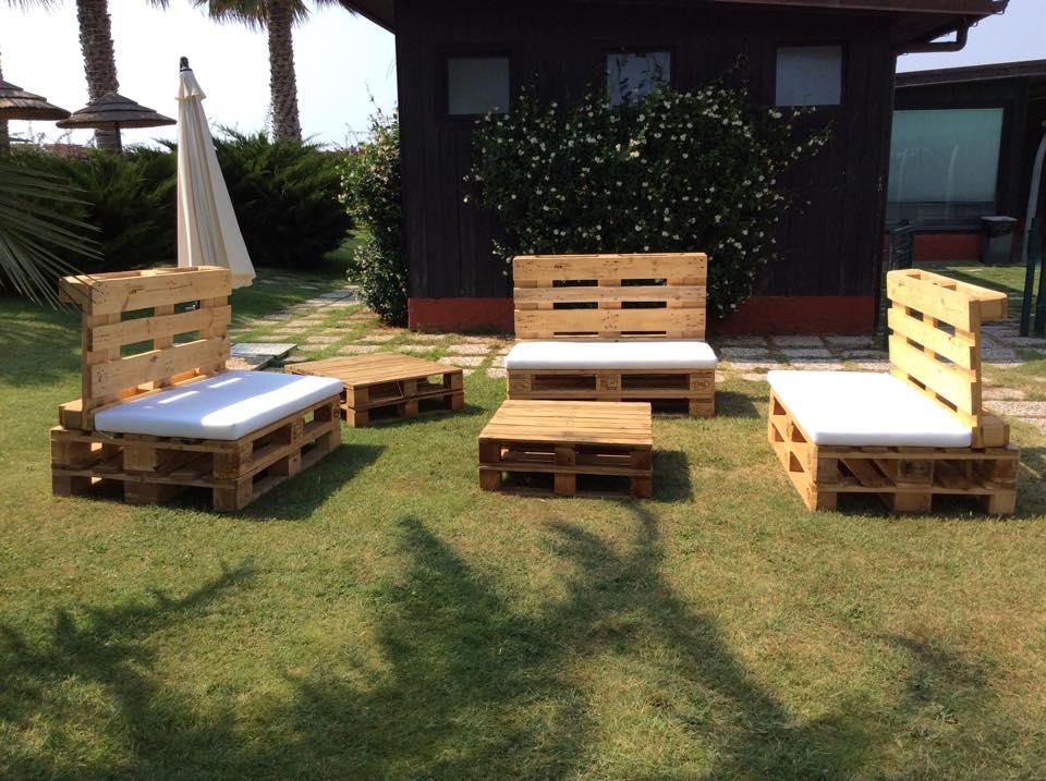 Sedie per il giardino mobili in pallet - Deco mobili tavoli e sedie ...