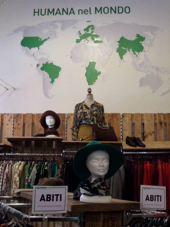 Arredo negozio abbigliamento in pallet