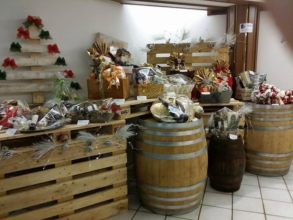 Tavoli per negozi d 39 abbigliamento mobili in pallet for Negozi mobili