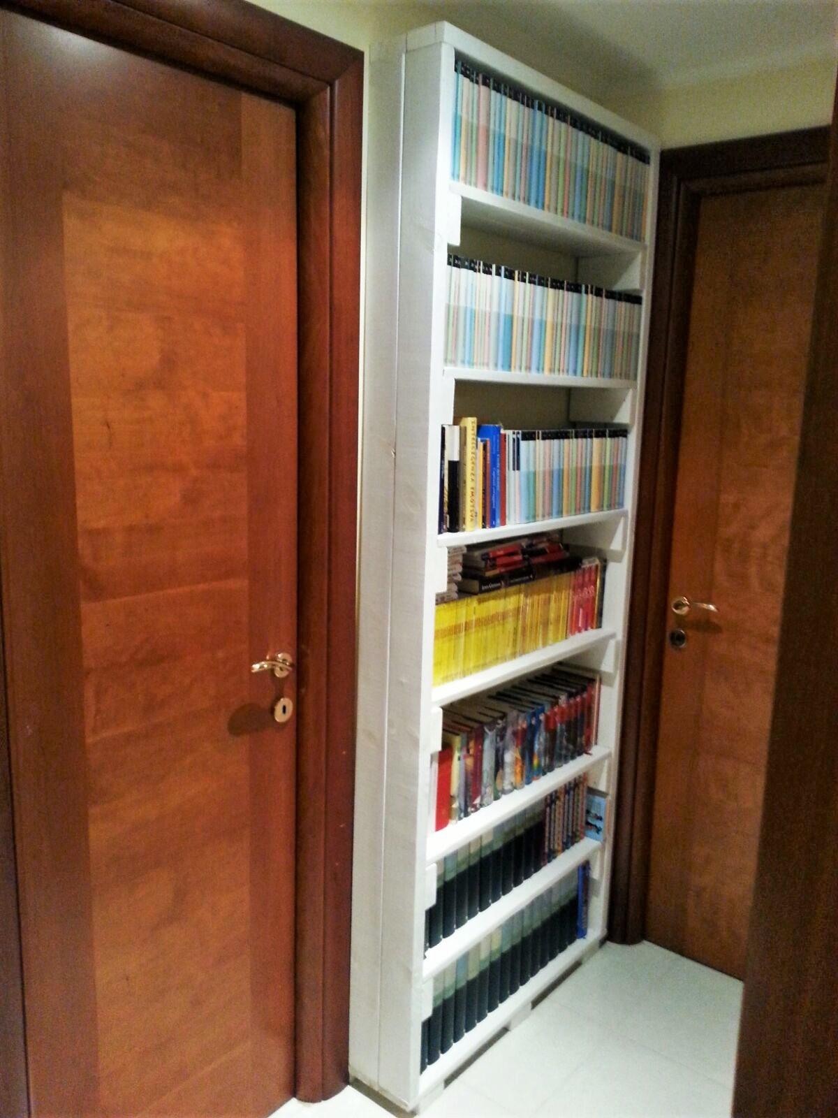 Arredo casa mobili in pallet - Mobili libreria classica ...