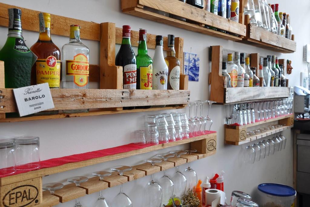 Porta bottiglie e porta bicchieri in pallet COD. ARR02