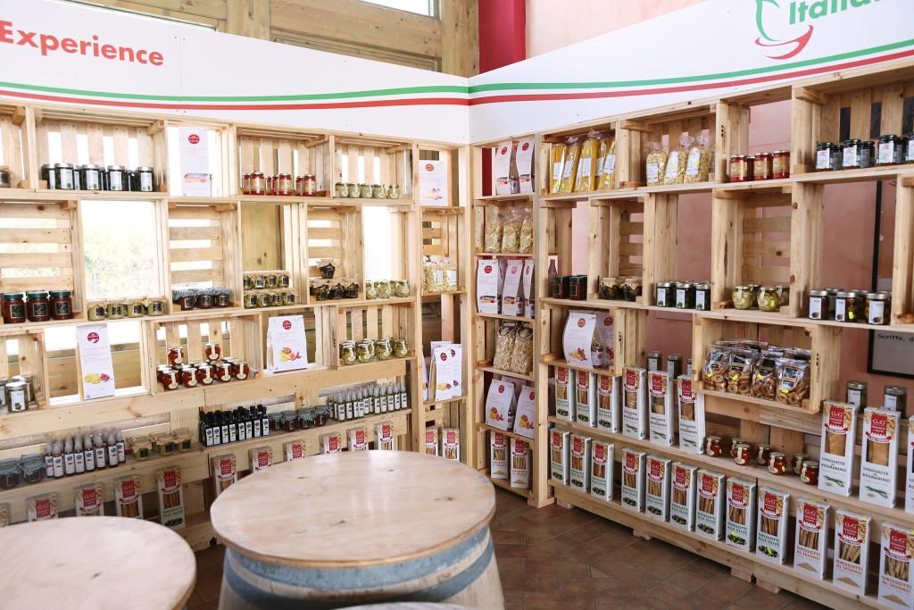 Scaffale con cassettine per esposizione prodotti