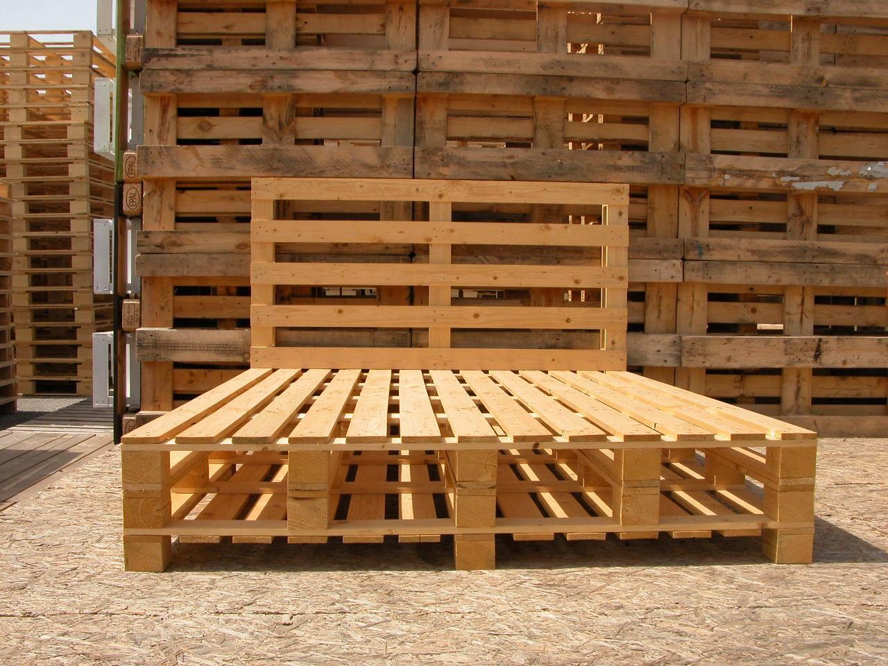 Letto in pallet 2 piazze piedi bassi mobili in pallet - Mobili fatti con pallets ...