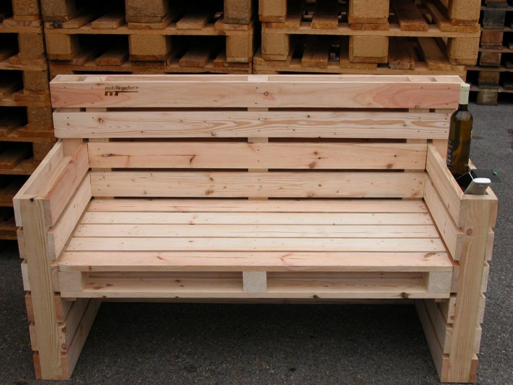 Sedie per la casa mobili in pallet for Divano esterno legno